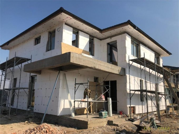 Vila de vanzare direct de la agentie imobiliara, in Tunari, cu 125.000 euro. 3 grupuri sanitare, suprafata utila 112 mp. Are 1 etaj si 4 camere.