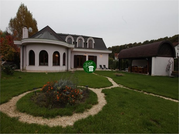 Vila cu 8 camere, 1 etaj, cu suprafata utila de 300 mp, 5 grupuri sanitare. 1.200.000 euro. Vila Corbeanca  Bucuresti