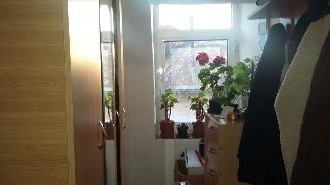 Vila cu 5 camere, 2 etaje, cu suprafata utila de 150 mp, 2 grupuri sanitare. 135.000 euro negociabil. Destinatie: Rezidenta, Birou. Vila Serban Voda Bucuresti