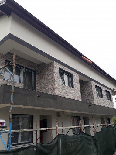Berceni Bucuresti vila cu 5 camere, 2 etaje, 3 grupuri sanitare, cu suprafata utila de 160 mp, suprafata teren 120 mp si deschidere de 12 metri. In orasul Bucuresti, zona Berceni.