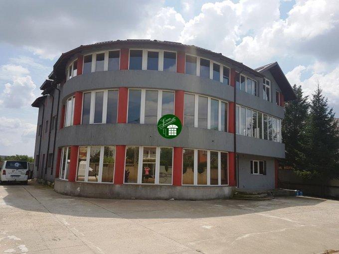 Vila cu 2 etaje, 16 camere, 8 grupuri sanitare, avand suprafata utila 1000 mp. Pret: 389.000 euro. agentie imobiliara vanzare Vila.