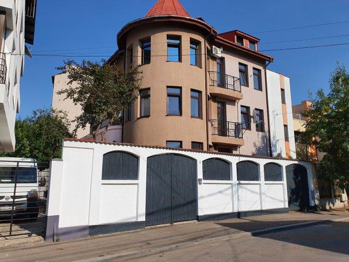 Vila cu 2 etaje, 11 camere, 4 grupuri sanitare, avand suprafata utila 420 mp. Pret: 2.900 euro. proprietar inchiriere Vila.