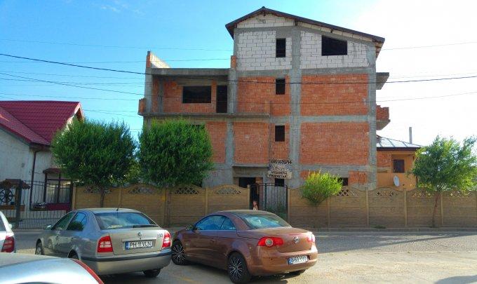 Vila de vanzare cu 7 camere, cu 3 grupuri sanitare, suprafata utila 350 mp. Suprafata terenului 150 metri patrati, deschidere 21 metri. Pret: 80.000 euro. Vila