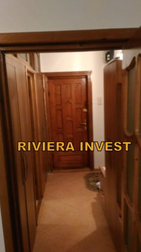 Apartament de vanzare in Ramnicu Sarat cu 2 camere, cu 1 grup sanitar, suprafata utila 55 mp. Pret: 29.500 euro. Usa intrare: Lemn. Usi interioare: Lemn.