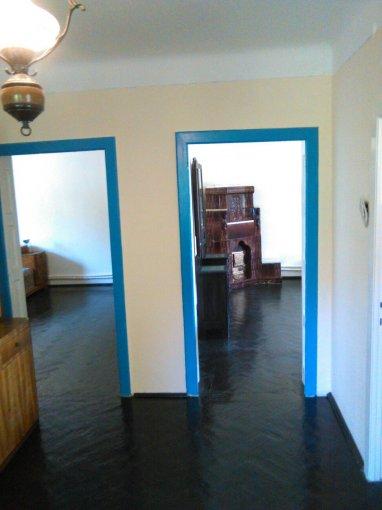 Casa de vanzare in Buzau cu 3 camere, cu 1 grup sanitar, suprafata utila 120 mp. Suprafata terenului 400 metri patrati, deschidere 27 metri. Pret: 300.000 euro. Casa
