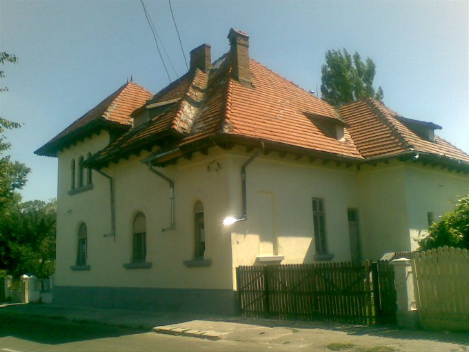vanzare casa cu 9 camere, zona Centru, orasul Ramnicu Sarat, suprafata utila 395 mp