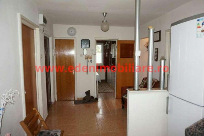Apartament de vanzare direct de la agentie imobiliara, in Cluj Napoca, in zona Manastur, cu 85.000 euro. 2 grupuri sanitare, suprafata utila 78 mp.