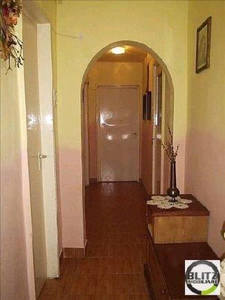 vanzare apartament cu 4 camere, decomandata, in zona Manastur, orasul Cluj Napoca