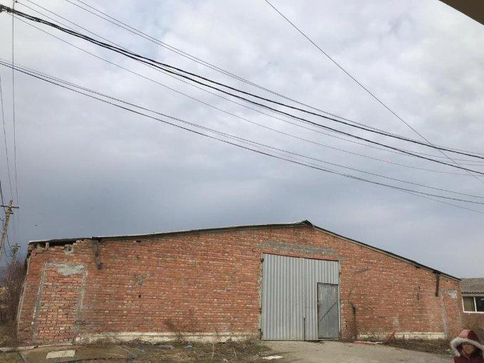 Spatiu industrial de inchiriat direct de la proprietar, in Jucu de Mijloc, cu  EUR. 1 grup sanitar, suprafata utila 650 mp. Inaltime: 6 metri. Amplasament: pe Platforma Industriala. Incalzire: Fara incalzire.
