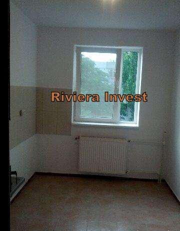 vanzare apartament semidecomandat, zona Tomis 3, orasul Constanta, suprafata utila 48 mp