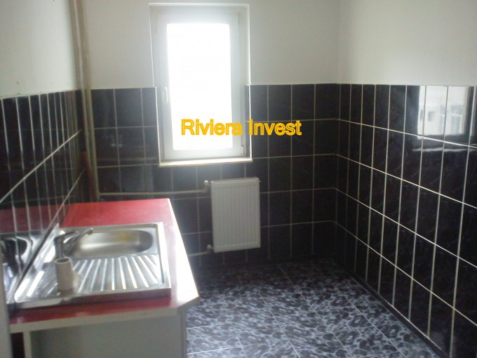 vanzare apartament cu 2 camere, semidecomandat-circular, in zona Intim, orasul Constanta