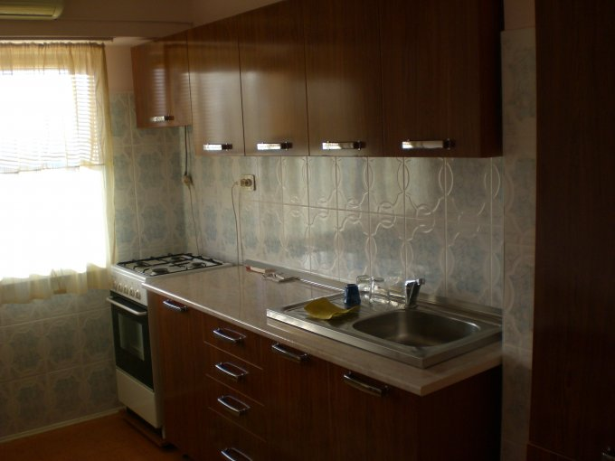 Apartament de inchiriat direct de la agentie imobiliara, in Constanta, in zona Boema, cu 250 euro. 1 grup sanitar, suprafata utila 50 mp. Mobilat modern.