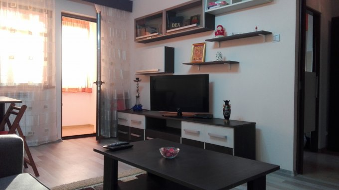 Apartament de inchiriat direct de la agentie imobiliara, in Constanta, in zona Tomis Nord, cu 300 euro. 1  balcon, 1 grup sanitar, suprafata utila 52 mp. Mobilat modern.