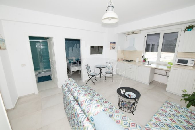 Apartament inchiriere Constanta 2 camere, suprafata utila 55 mp, 1 grup sanitar. 220 euro negociabil. Etajul 3. Apartament Mamaia Nord Constanta