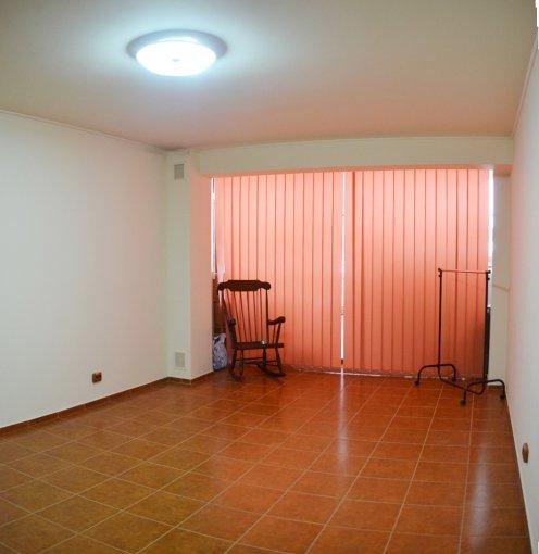 Apartament de inchiriat in Constanta cu 2 camere, cu 1 grup sanitar, suprafata utila 53 mp. Pret: 450 euro negociabil. Usa intrare: PVC. Usi interioare: Lemn. Semi-mobilat modern.
