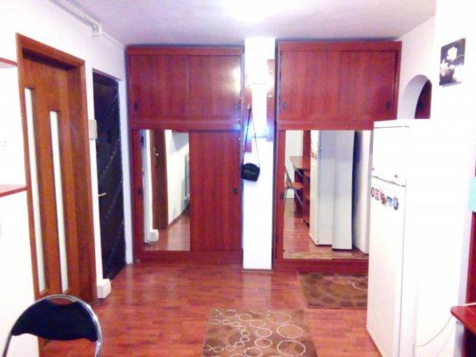 Apartament de inchiriat direct de la agentie imobiliara, in Constanta, in zona Faleza Nord, cu 270 euro. 1 grup sanitar, suprafata utila 50 mp. Mobilat modern.
