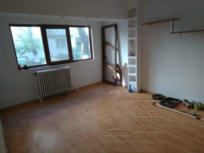 Apartament de vanzare in Constanta cu 2 camere, cu 1 grup sanitar, suprafata utila 55 mp. Pret: 52.000 euro. Usa intrare: Metal.