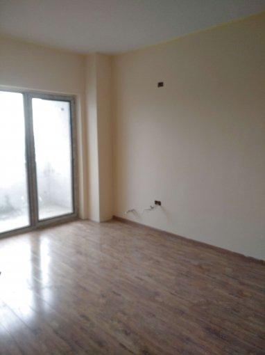 Apartament de vanzare direct de la agentie imobiliara, in Constanta, in zona Gara, cu 58.000 euro negociabil. 1  balcon, 1 grup sanitar, suprafata utila 51 mp.