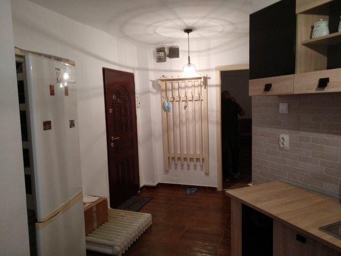 Apartament vanzare Tomis 3 cu 2 camere, etajul 4, 1 grup sanitar, cu suprafata de 48 mp. Constanta, zona Tomis 3.