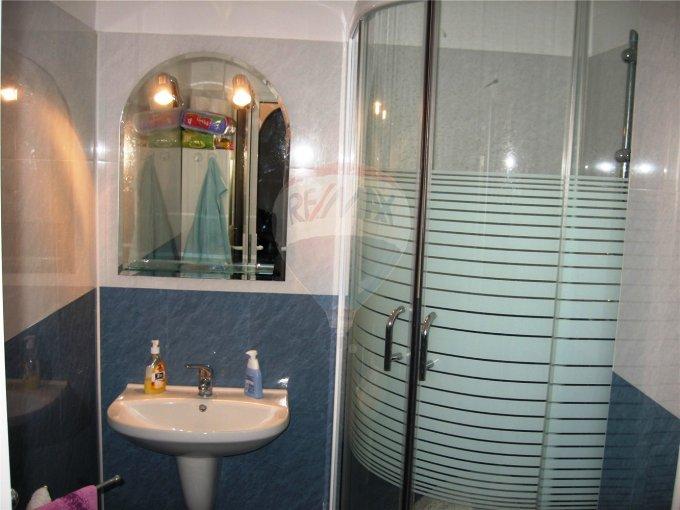Apartament cu 2 camere de vanzare, confort 1, zona Far,  Constanta