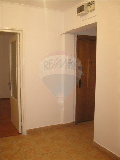 agentie imobiliara inchiriez apartament decomandat, in zona CET, orasul Constanta