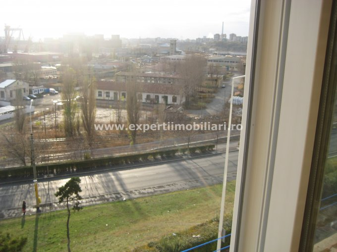 vanzare apartament cu 2 camere, semidecomandat, in zona Piata Ovidiu, orasul Constanta