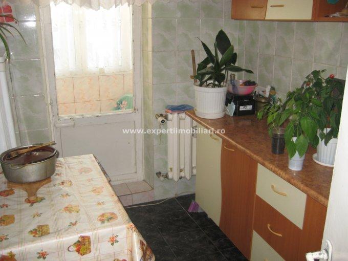 vanzare apartament cu 2 camere, semidecomandat, in zona Poarta 6, orasul Constanta