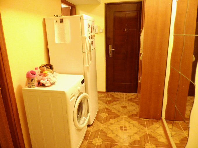 agentie imobiliara vand apartament semidecomandat, in zona Intim, orasul Constanta