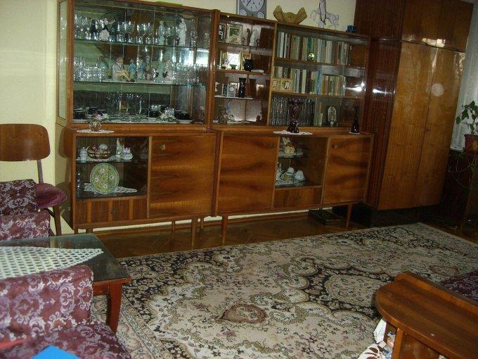 Apartament inchiriere Gara cu 2 camere, etajul 1 / 5, 1 grup sanitar, cu suprafata de 56 mp. Constanta, zona Gara. Mobilat modest.