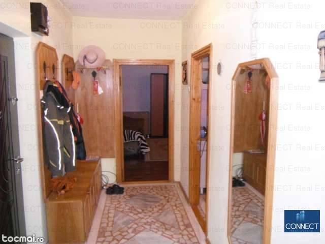 vanzare apartament decomandat, zona Faleza Nord, orasul Constanta, suprafata utila 65 mp