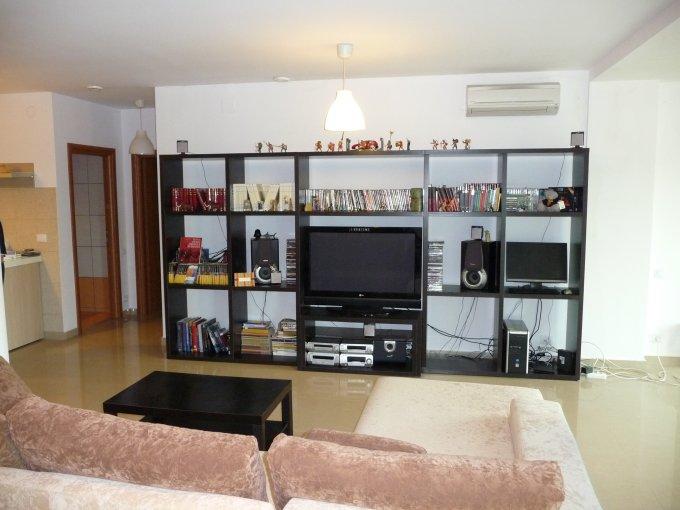 inchiriere Apartament Mamaia Nord cu 2 camere, cu 2 grupuri sanitare, suprafata utila 80.82 mp. Pret: 650 euro negociabil. Incalzire: Centrala proprie a locuintei. Racire: Aer conditionat.