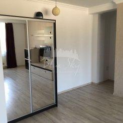 vanzare apartament decomandat, zona Statiunea Mamaia, orasul Constanta, suprafata utila 90 mp