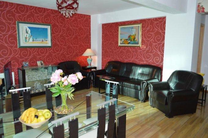 Apartament de vanzare in Mamaia Sat cu 2 camere, cu 1 grup sanitar, suprafata utila 70 mp. Pret: 79.000 euro negociabil. Usa intrare: Metal. Usi interioare: Lemn.