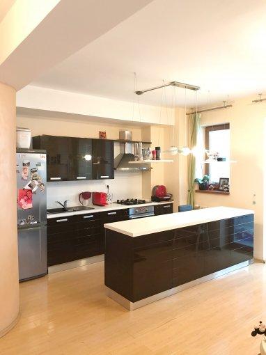 Apartament de vanzare direct de la agentie imobiliara, in Constanta, in zona Gara, cu 72.000 euro. 1  balcon, 1 grup sanitar, suprafata utila 63 mp.