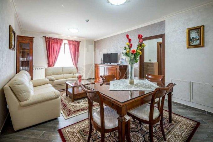 Apartament inchiriere Constanta 2 camere, suprafata utila 80 mp, 1 grup sanitar. 700 euro negociabil. Etajul 2. Apartament Statiunea Mamaia Constanta