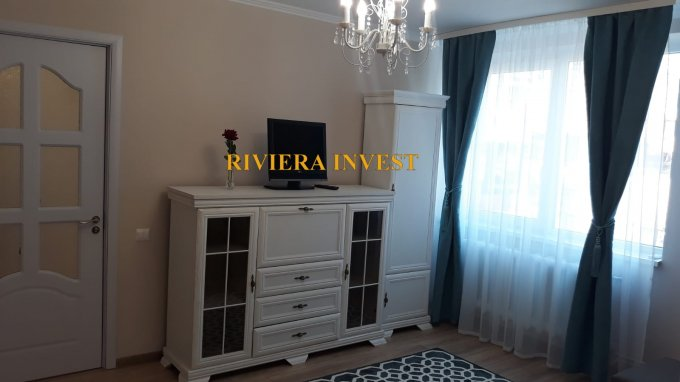 Apartament de inchiriat direct de la agentie imobiliara, in Constanta, in zona Centru, cu 120 euro. 1  balcon, 1 grup sanitar, suprafata utila 48 mp. Mobilat lux.
