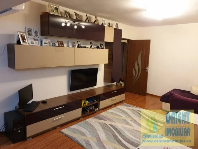Apartament vanzare Casa de Cultura cu 2 camere, etajul 4 / 4, 1 grup sanitar, cu suprafata de 55 mp. Constanta, zona Casa de Cultura.