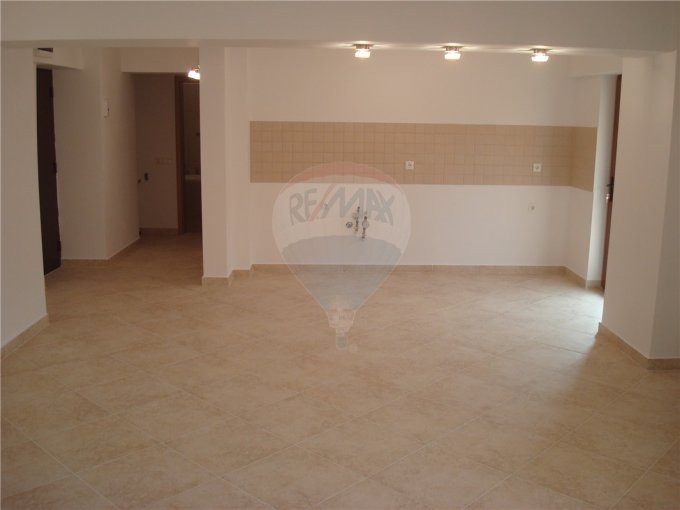 vanzare apartament decomandat, zona Tomis 2, orasul Constanta, suprafata utila 65 mp