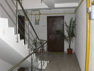 vanzare apartament cu 2 camere, decomandata, in zona Poarta 6, orasul Constanta