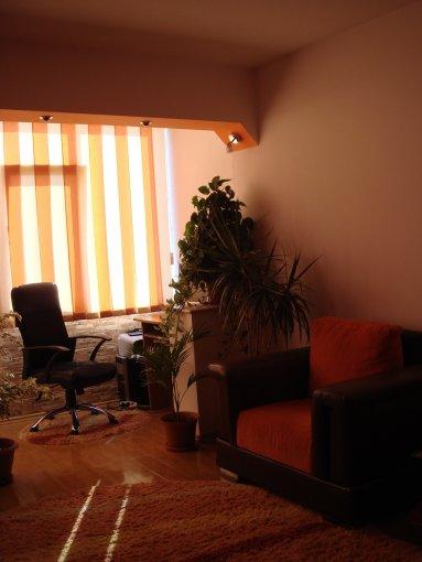 agentie imobiliara vand apartament decomandat, in zona Dorally, orasul Constanta