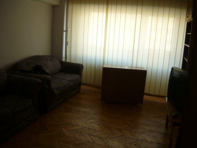 agentie imobiliara inchiriez apartament decomandat, in zona Trocadero, orasul Constanta