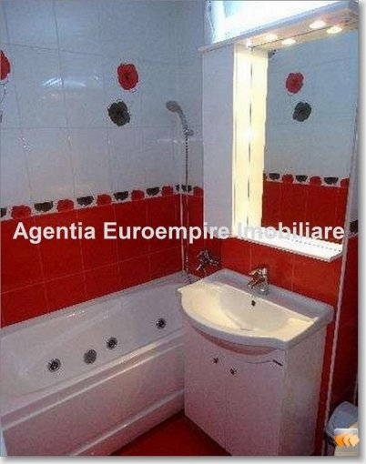 vanzare apartament cu 3 camere, decomandat, in zona Inel 2, orasul Constanta