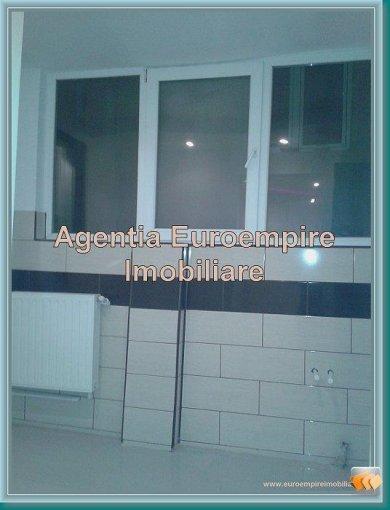 agentie imobiliara vand apartament decomandat, in zona Tomis Mall, orasul Constanta