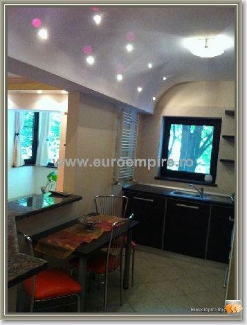 Apartament inchiriere Centru cu 3 camere, etajul 1 / 3, 1 grup sanitar, cu suprafata de 70 mp. Constanta, zona Centru.
