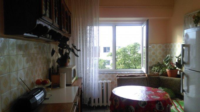 vanzare Apartament Constanta cu 3 camere, cu 2 grupuri sanitare, suprafata utila 67 mp. Pret: 56.000 euro negociabil. Incalzire: Incalzire prin termoficare.