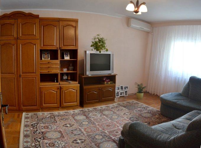 Apartament vanzare CET cu 3 camere, etajul 2 / 4, 1 grup sanitar, cu suprafata de 55 mp. Constanta, zona CET.