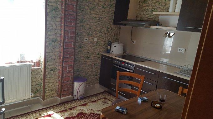 Duplex de vanzare in Mamaia cu 3 camere, cu 1 grup sanitar, suprafata utila 74 mp. Pret: 85.000 euro negociabil. Usa intrare: Metal.