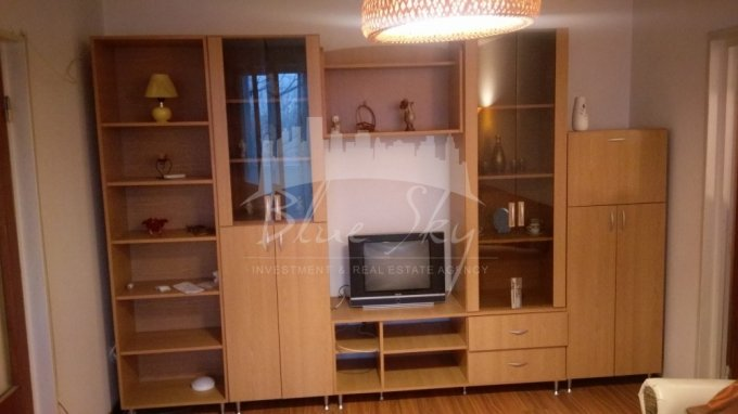 Apartament de inchiriat in Constanta cu 3 camere, cu 1 grup sanitar, suprafata utila 64 mp. Pret: 300 euro negociabil.
