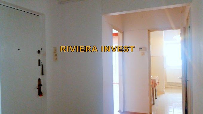 Apartament vanzare Delfinariu cu 3 camere, etajul 3 / 4, 2 grupuri sanitare, cu suprafata de 70 mp. Constanta, zona Delfinariu.