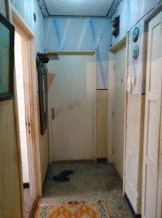 vanzare apartament cu 3 camere, semidecomandat, in zona Tomis 1, orasul Constanta